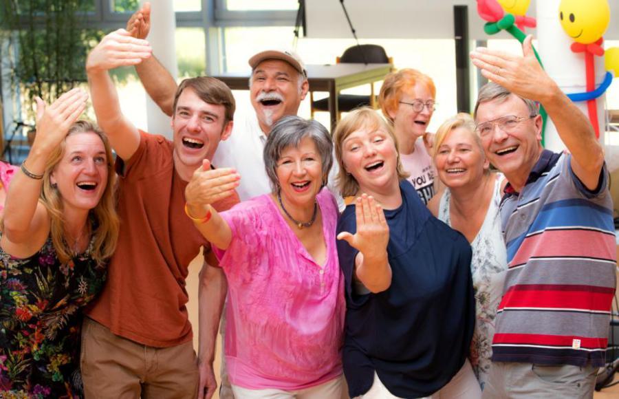 Lachyoga Mit Lachen Zum Erfolg Lachen Ist Die Schnellste Entspannung Volkshochschulen